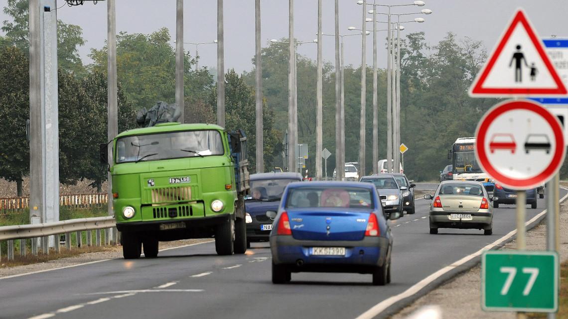 Keress más utat: betiltják a teherautó-forgalmat a 35-ös főút egyik szakaszán