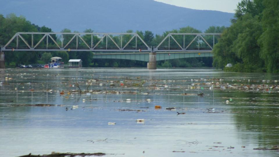 Undorító, mi mindent hoztak magukkal az áradó folyók Magyarországra + képek