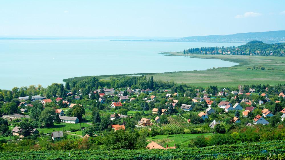 Megáradt a Balaton is: így mentik a tóparti nyaralókat