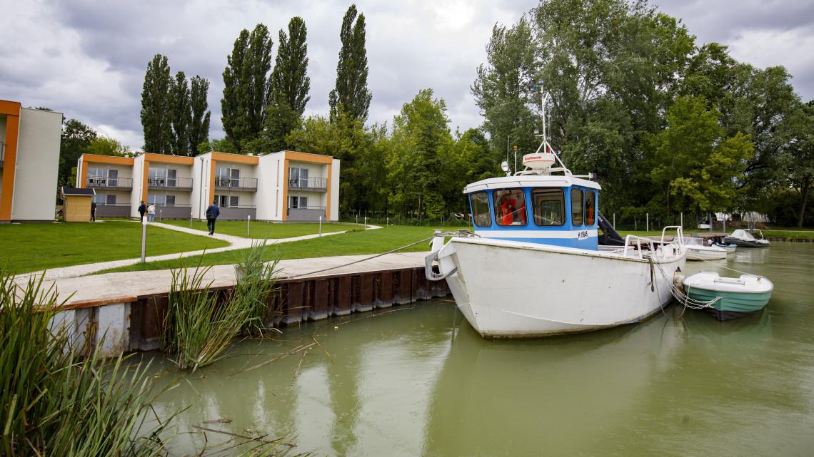 Balatoni horgász-álom: átadták a sporthorgász centrum apartmanházait