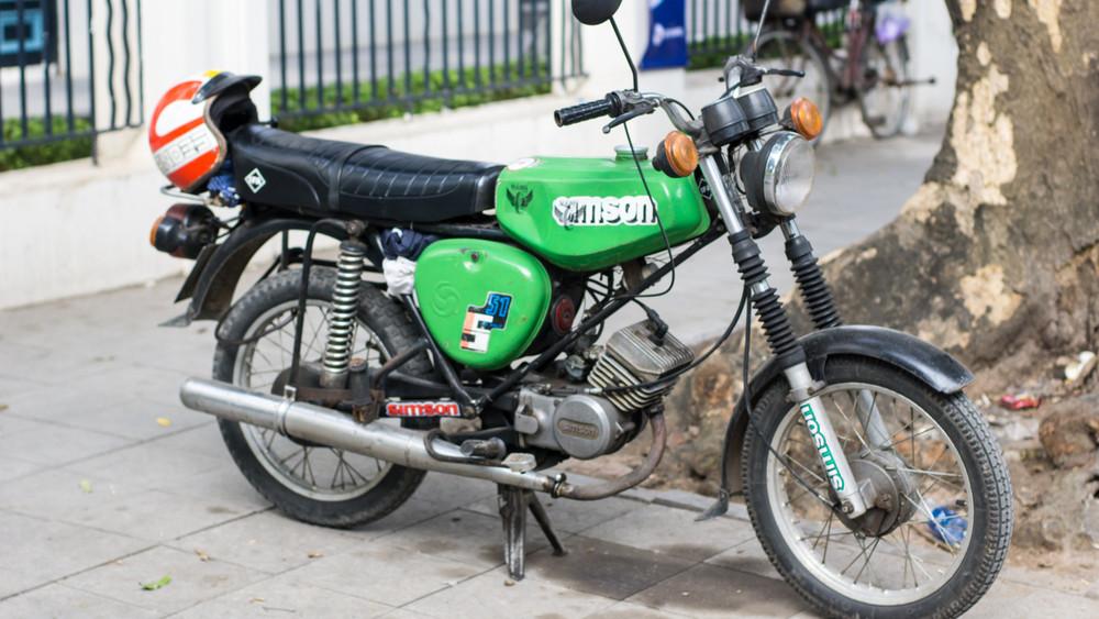 Hódít a retró: hihetetlen áron futnak a Simson kismotorok