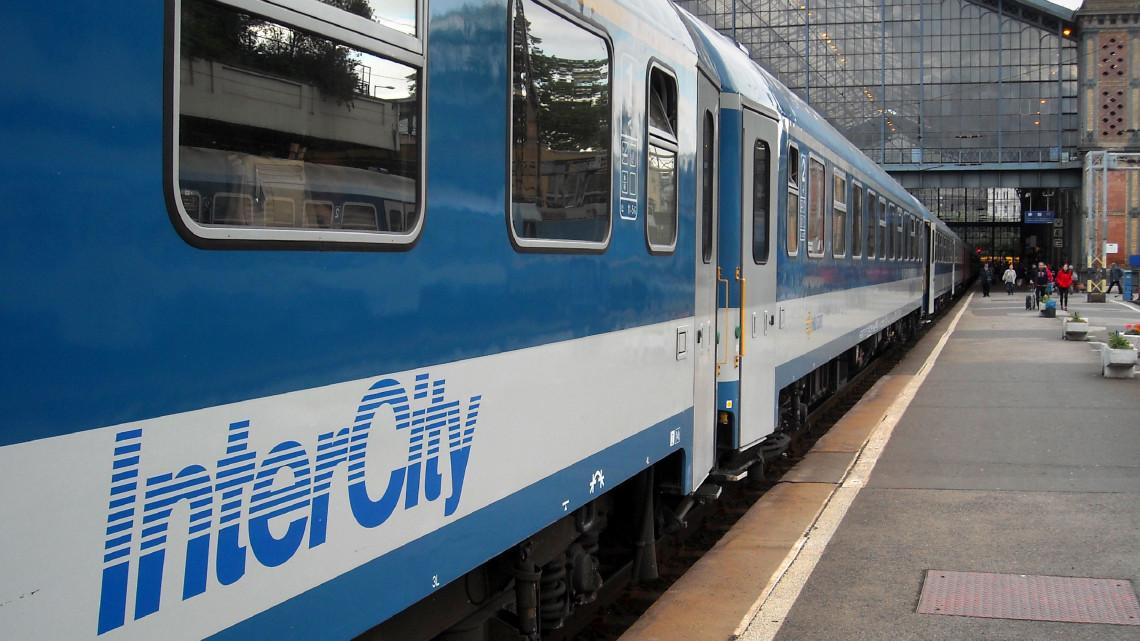 Figyelem, változik a vonatok menetrendje a hétvégén: mutatjuk a részleteket!
