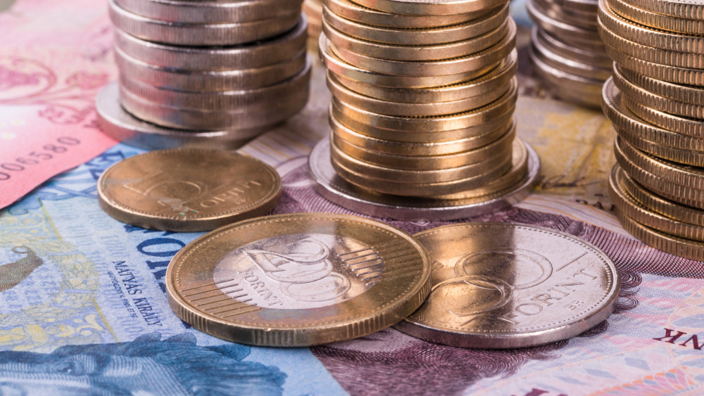 Pörög a kiskereskedelem: egyre többet vásárolnak a magyarok