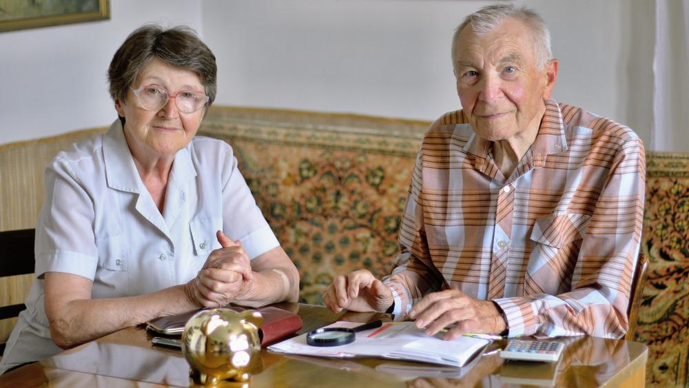 Döntöttek: nyugdíjemelésre és prémiumra lehet számítani jövőre