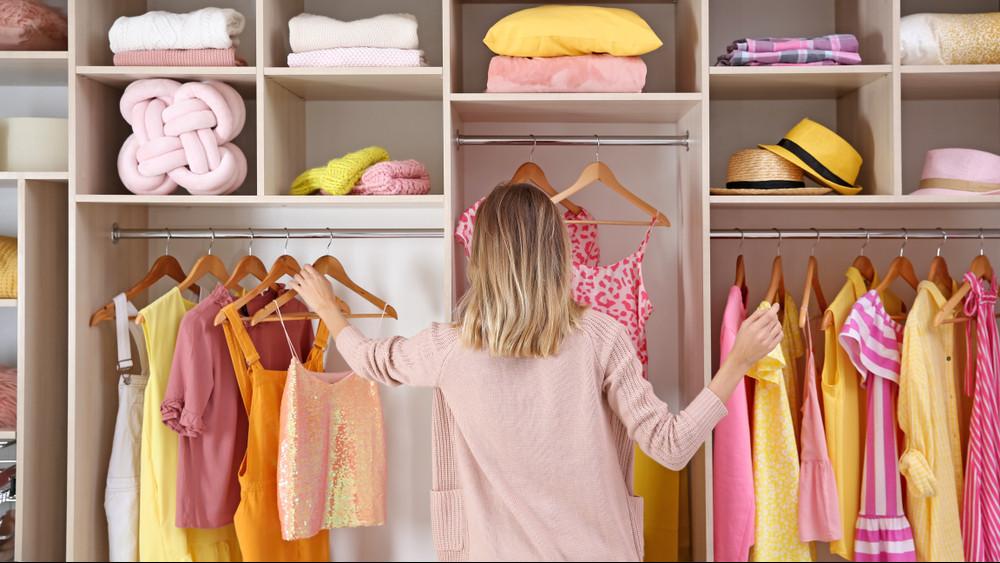Nyári gardróbrendezés: így tárold a ruhákat, hogy ne menjenek tönkre