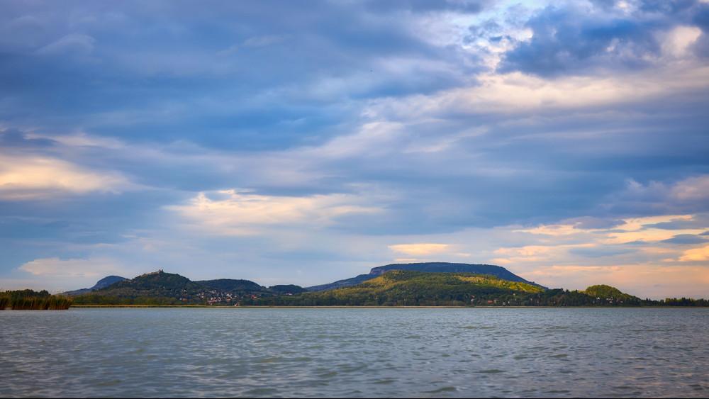Különös állapot a Balatonon: nem okozott károkat a vízminőségben