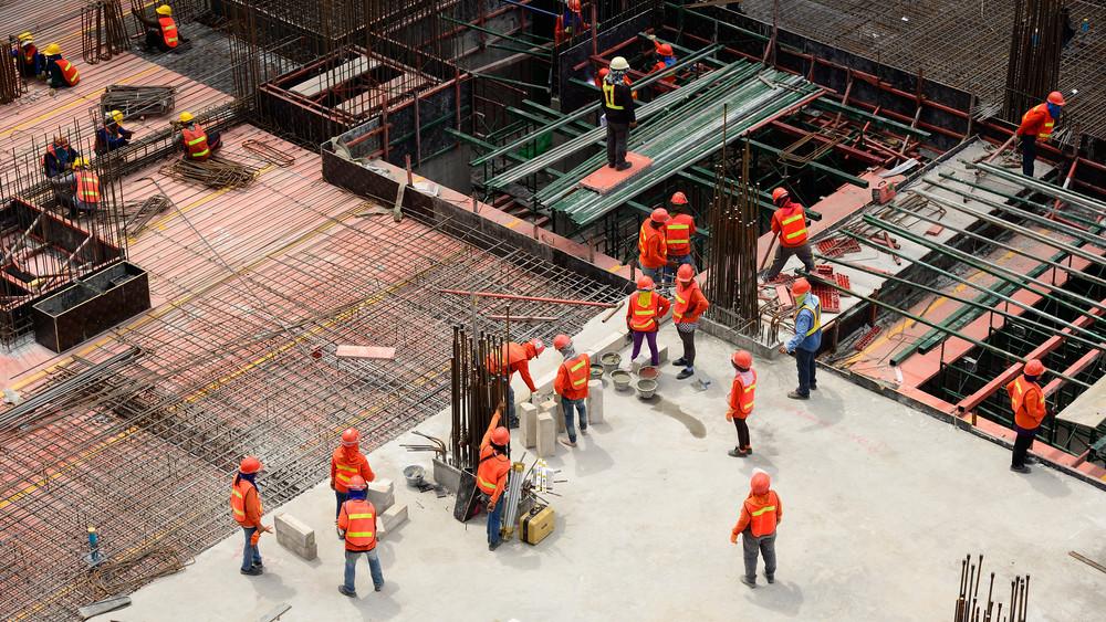 Kétezer vendégmunkás érkezik Tiszaújvárosba: külön lakóparkot húznak fel nekik