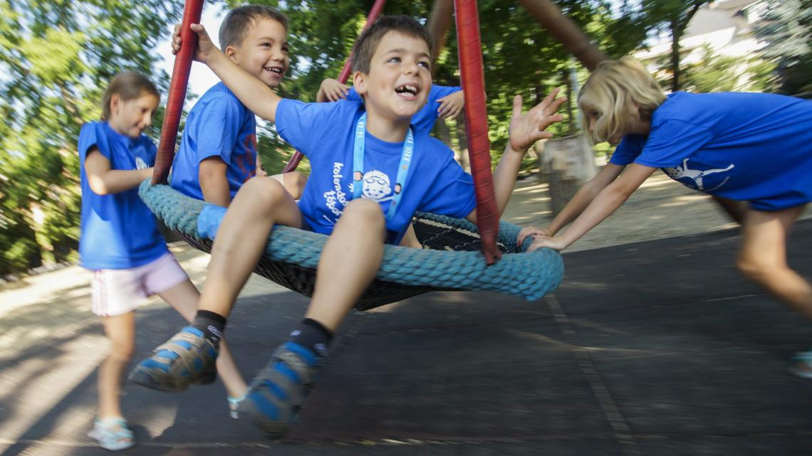 Pénteken véget ér a tanév: rengeteg gyerek indul a nyári táborokba