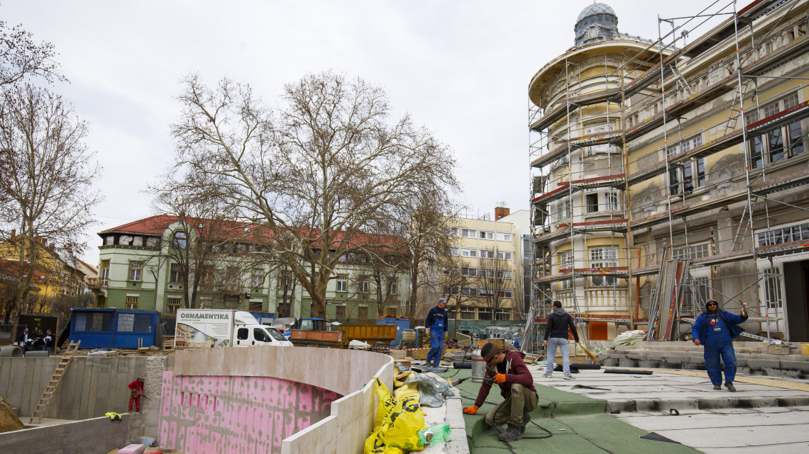 Kilencmilliárdos beruházás Kaposváron: nem csak a színház, a park is megújul