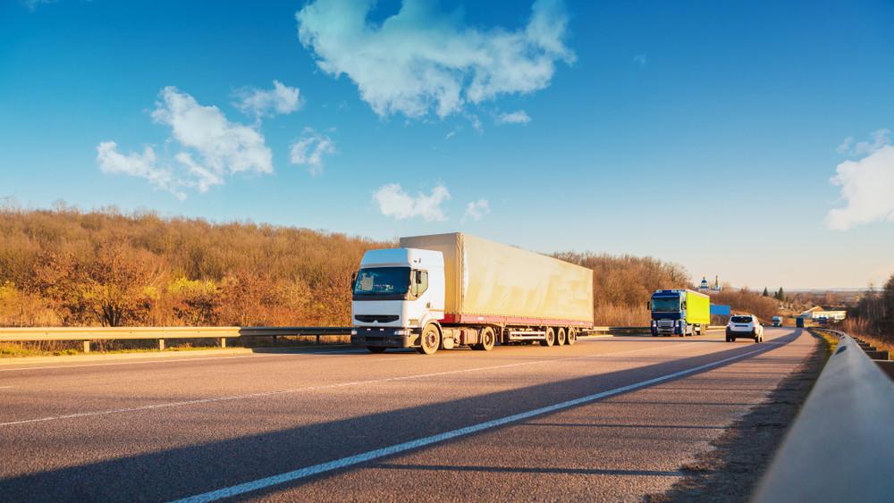 Érik a káosz a magyar utakon: megszüntetik a hétvégi kamionstopot?