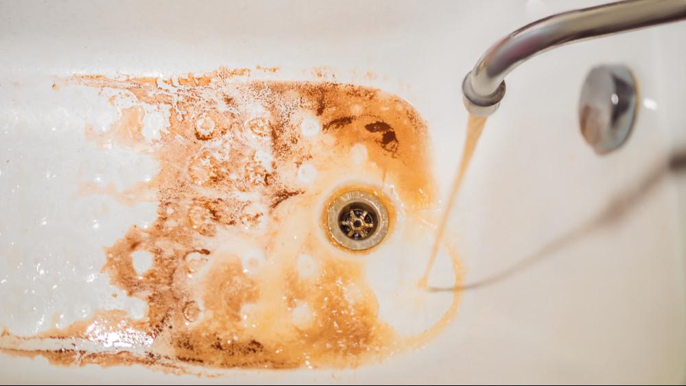 Undorító víz folyik a csapokból: felháborodtak a vecsésiek