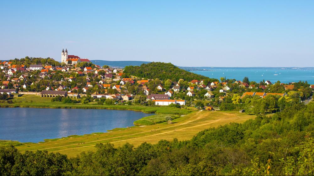 Horror árakon kelnek el a magyar nyaralók: mégis ki veszi meg ennyiért?