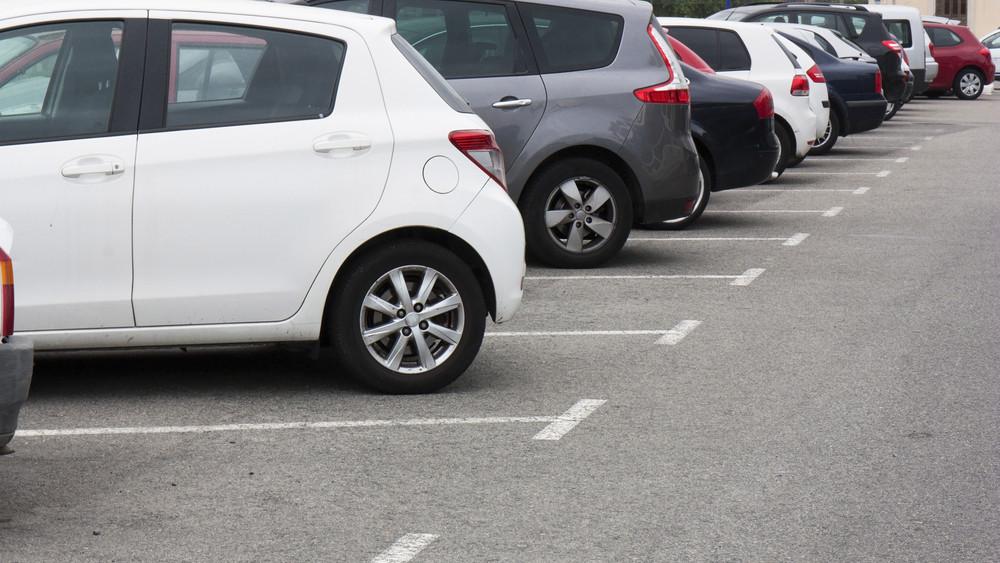 Azért ez erős: vidéken van az ország legdrágább parkolója, 6000 forint egy óra
