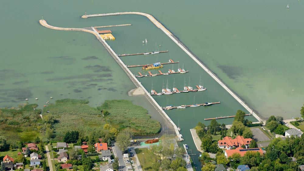 Tragédia: meghalt egy férfi a Balatonban