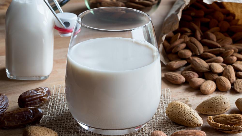 Ezt jobb, ha tudod a növényi tejekről: úri huncutság, vagy az egészség záloga?