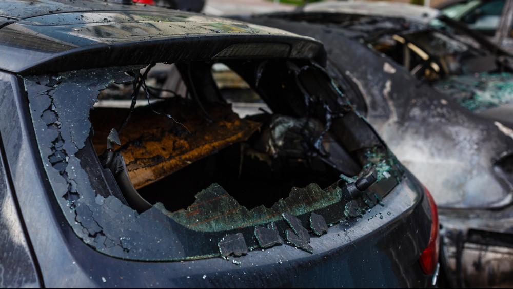 Porig égtek az autók a szombathelyi parkolóban + videó