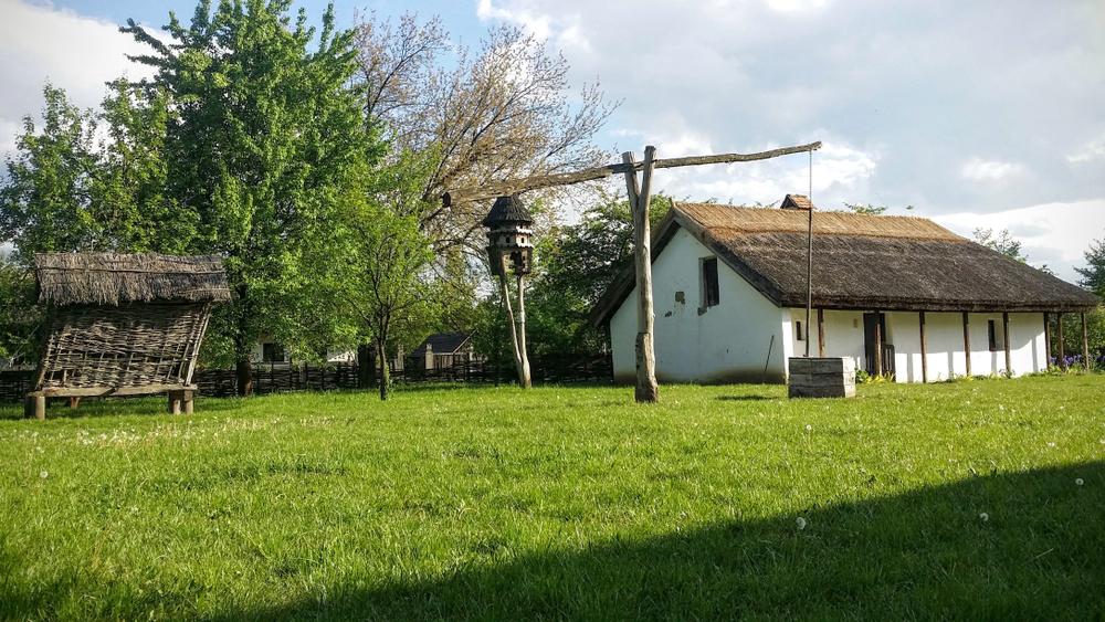 Luxustanyák és méregdrága szántóföldek: itt él a magyar gazdák krémje