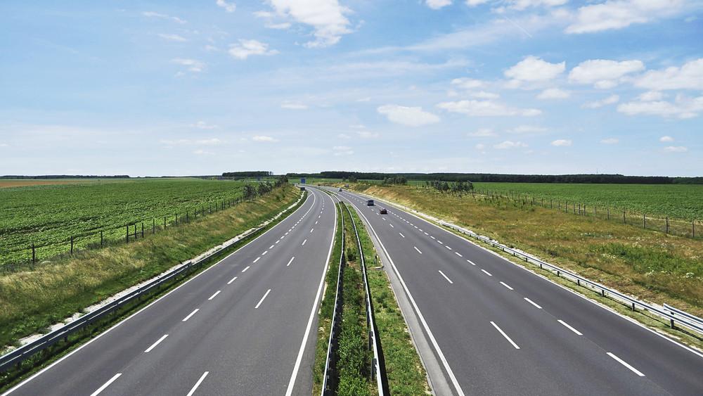 Csúcsforgalom az M7-en: hatalmas torlódásra számíthatnak az autósok