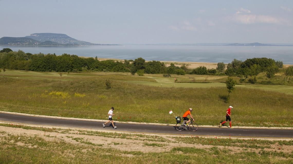 Sportfejlesztések a Balatonnál: 33 milliárdból épünek kikötők és bicikliutak