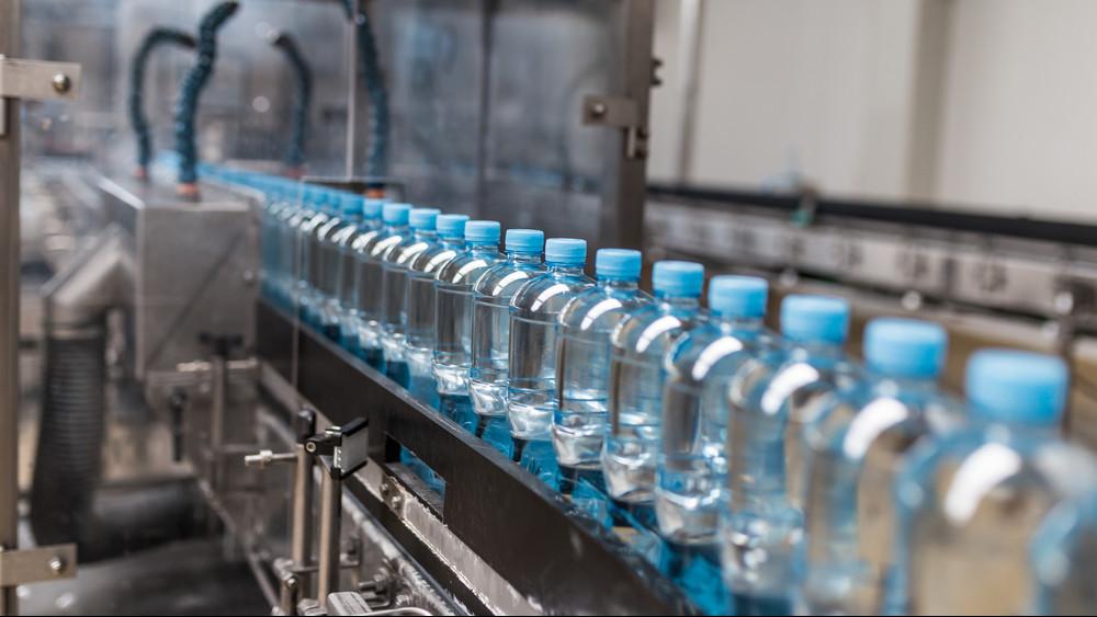 Tényleg veszélyes ez a palackos víz? Megszólalt a magyar gyártó