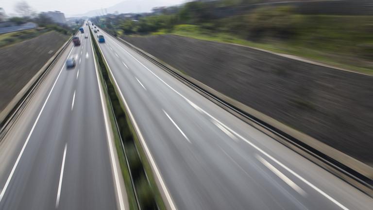 Brutális dugó az M7-es autópályán: felborult egy teherautó