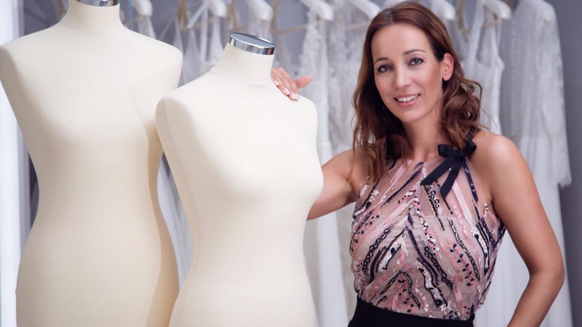 25 év alatt épített nemzetközi divatmárkát a pécsi tervező: így csinálta