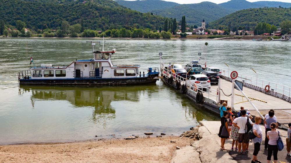 Emberéletet követelt a tragédia Nagymarosnál: Dunába gurult egy autó