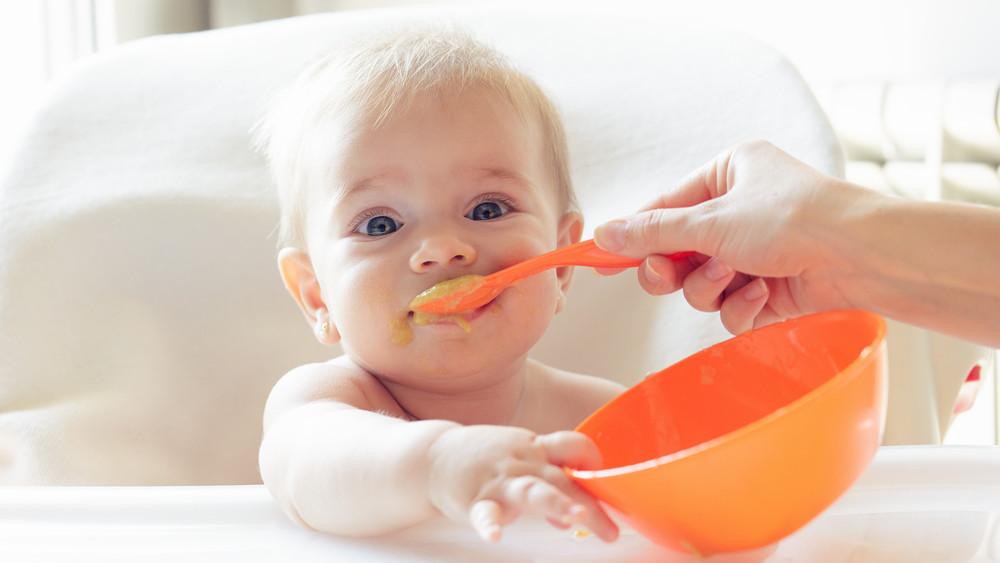 Anyukák, figyelem: káros összetevőkkel vannak tele a bébiételek