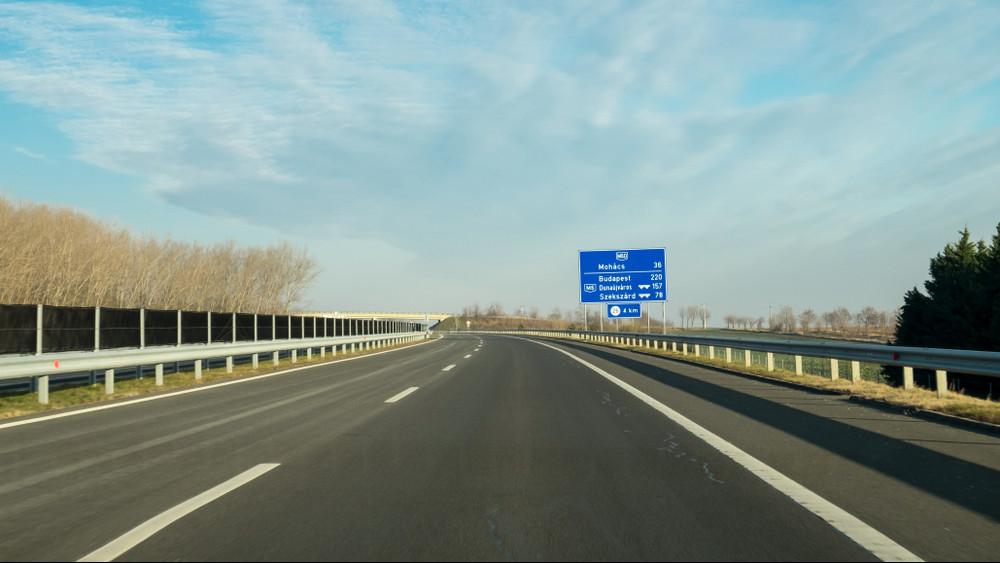 Változtak a sebességhatárok a magyar utakon: ezt minden autósnak tudnia kell!