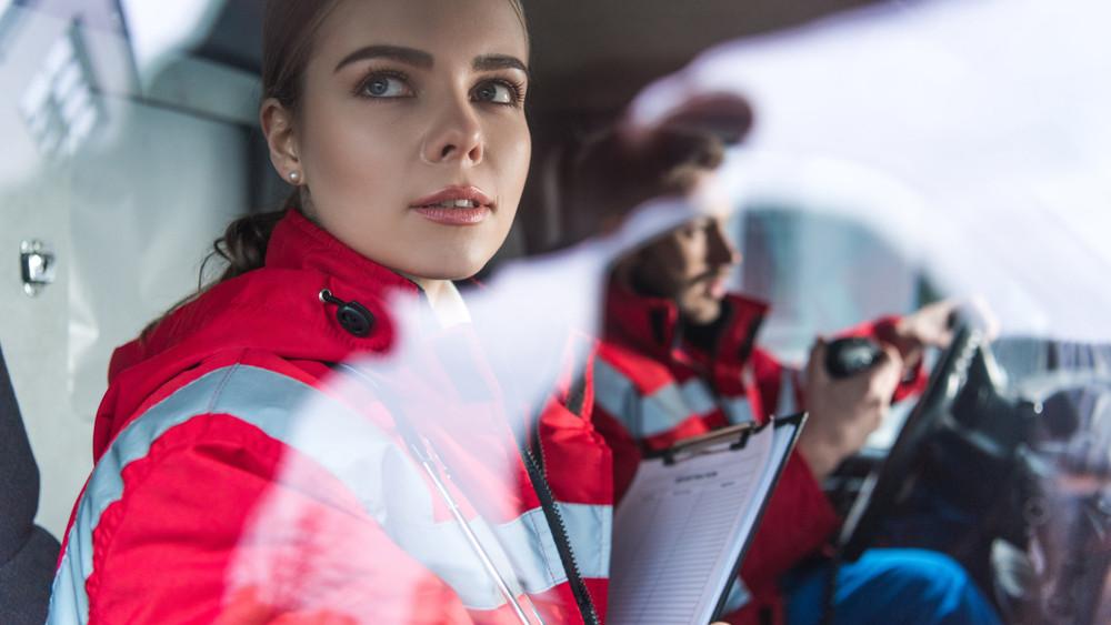 Nincs ügyeletes orvos: mentőtisztek állnak be az esti műszakba