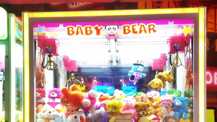 Szomorú véget ért a játék: játékautomatába szorult a gyerek keze