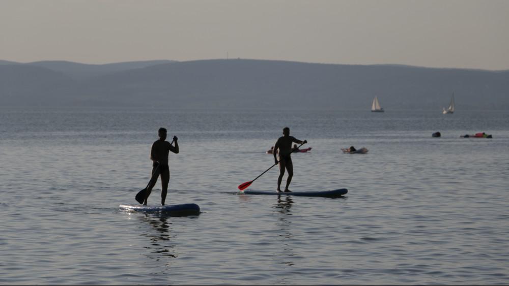 Óvatosan a fürdőzéssel: egy nap alatt 6 embert mentettek ki a Balatonból