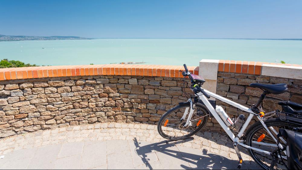 Ezzel tolnák ki a szezont a Balatonnál: új kerékpáros útvonalak épülhetnek
