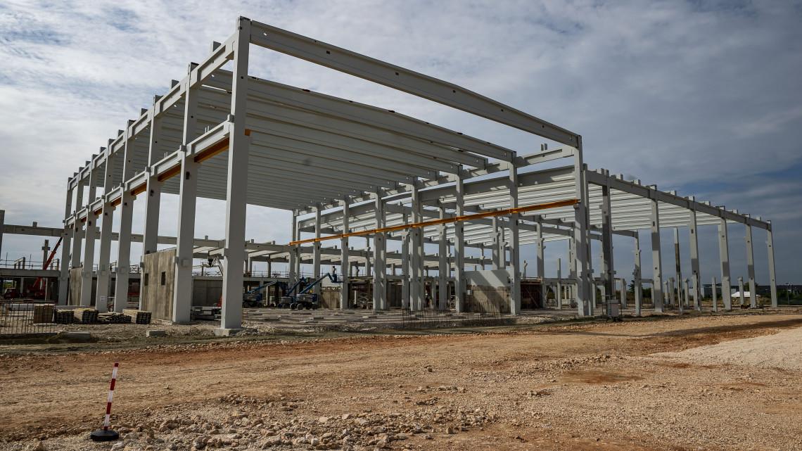 Újabb gyárral bővül Tatabánya: 181 új munkahelyet igérnek