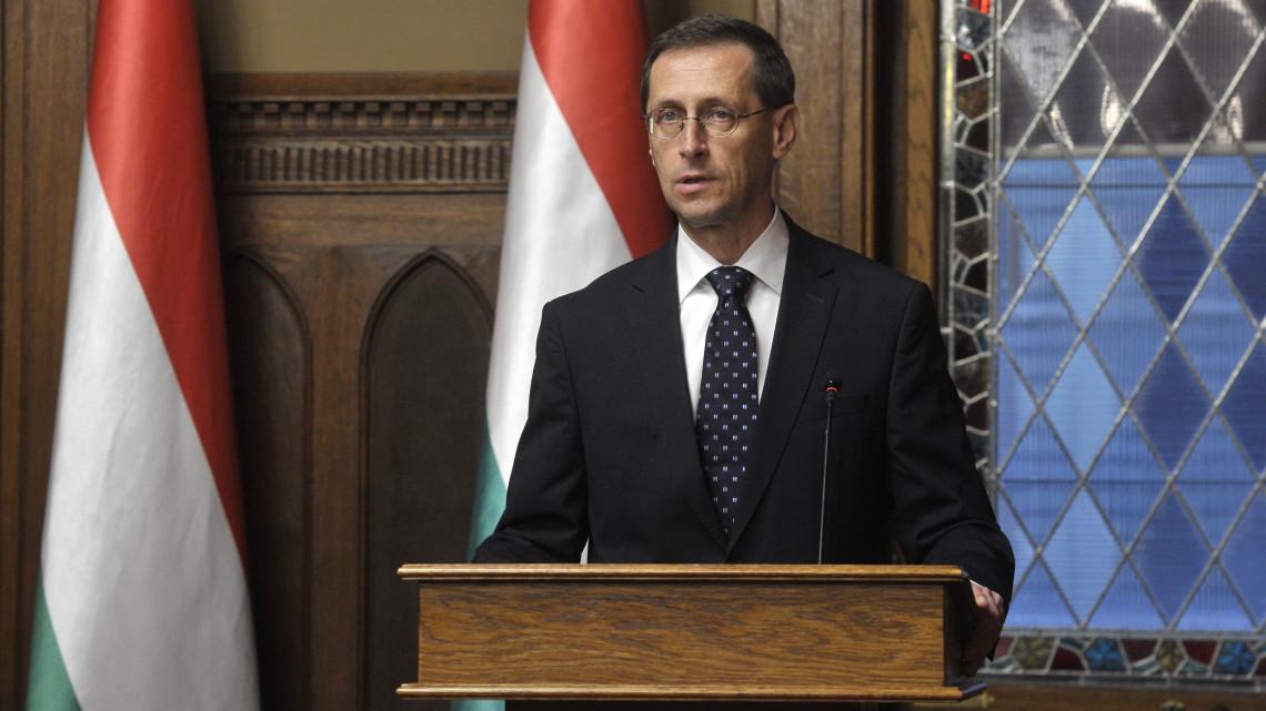 Még mindig trükköznek a magyar cégek: így számolnának le az adócsalással