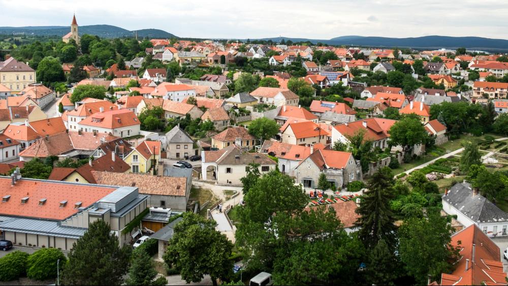 Pénzeső érkezett Veszprémre: erre megy el 5,2 milliárd forint