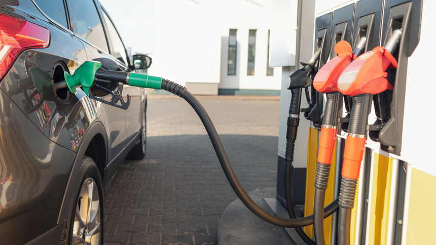 Fontos változás jön a hazai benzinkutakon: ki nem találod, mit kevernek majd a naftába