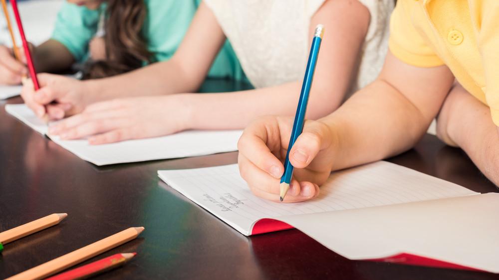 Több ezer családot érint: itt lehet iskolakezdési támogatást igényelni