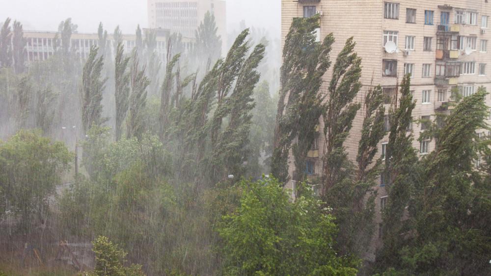 Küszöbön a gigavihar: brutális szél és felhőszakadás tarolja le az országot