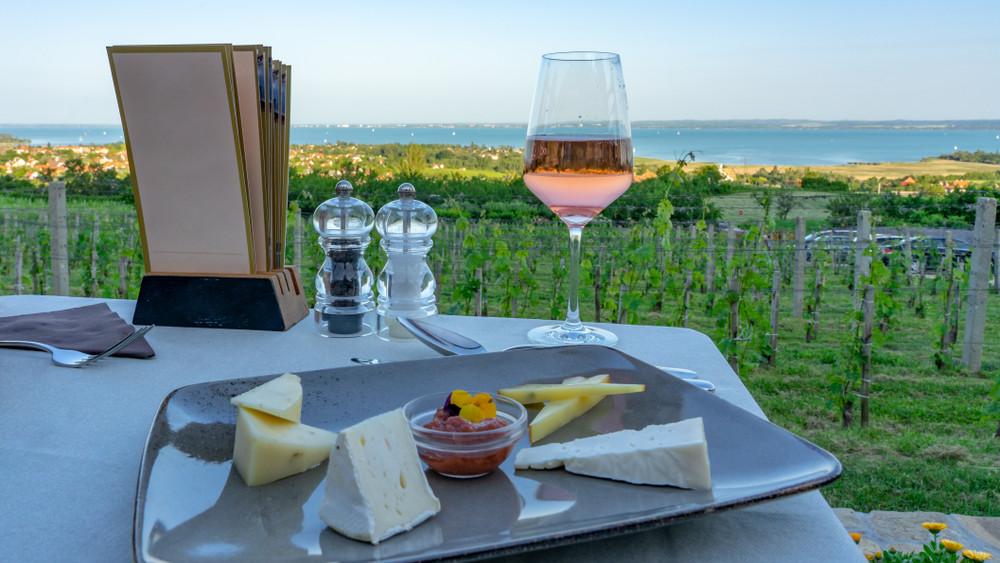 Ez az 50 legjobb étterem 2019 nyarán a Balaton partján
