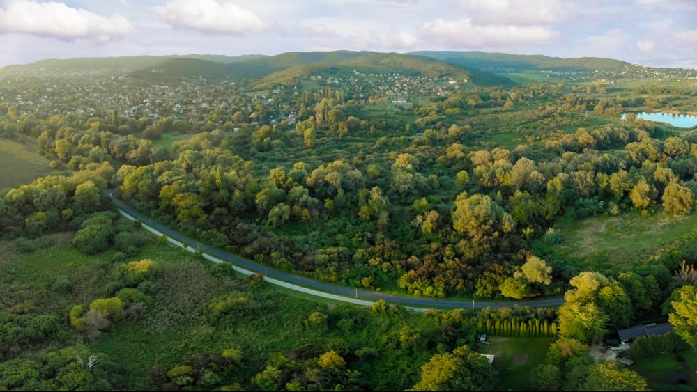 Itt a pénzeső: bődületesen sok pénzből pofozzák ki a vidéki úthálózatot