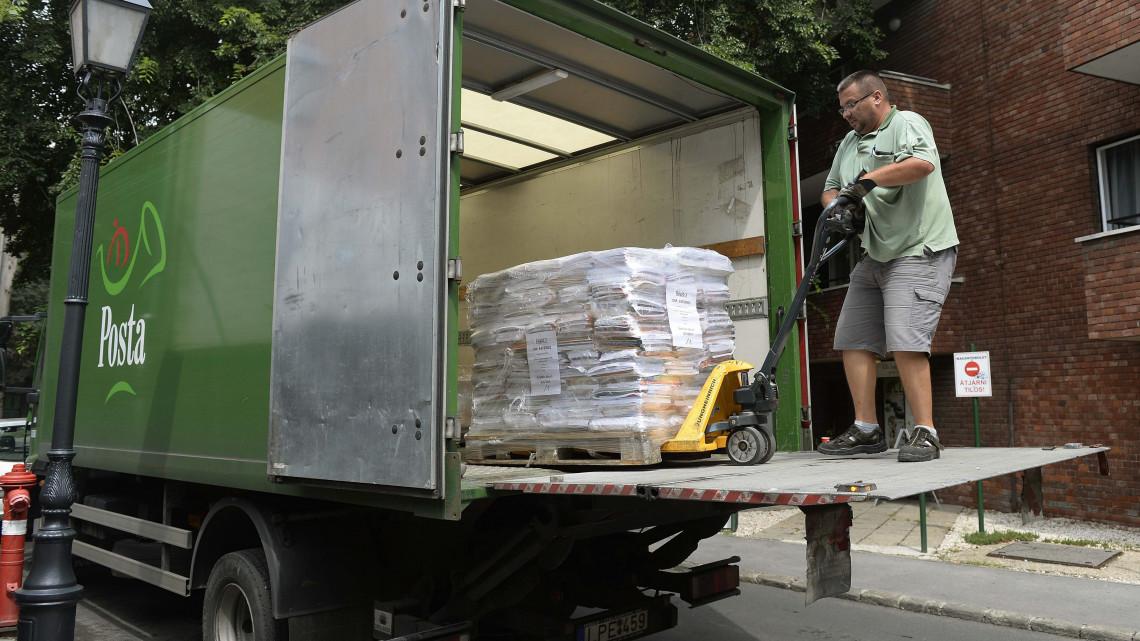 Idén sem marad el az iskola: 4500 tonna tankönyv kerül kiszállításra