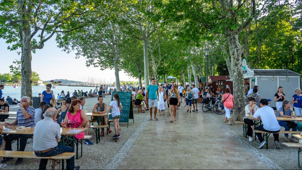 Kár lenne kihagyni: remek programok várnak a Balatonnál!