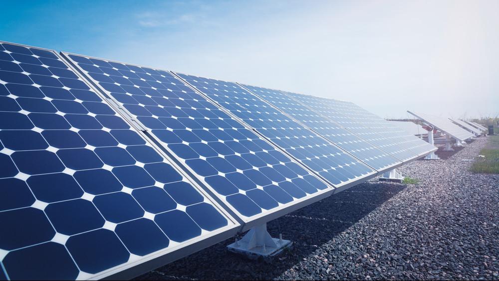 Óriási napelemparkot adtak át Székesfehérváron: ennyi áramot fog termelni