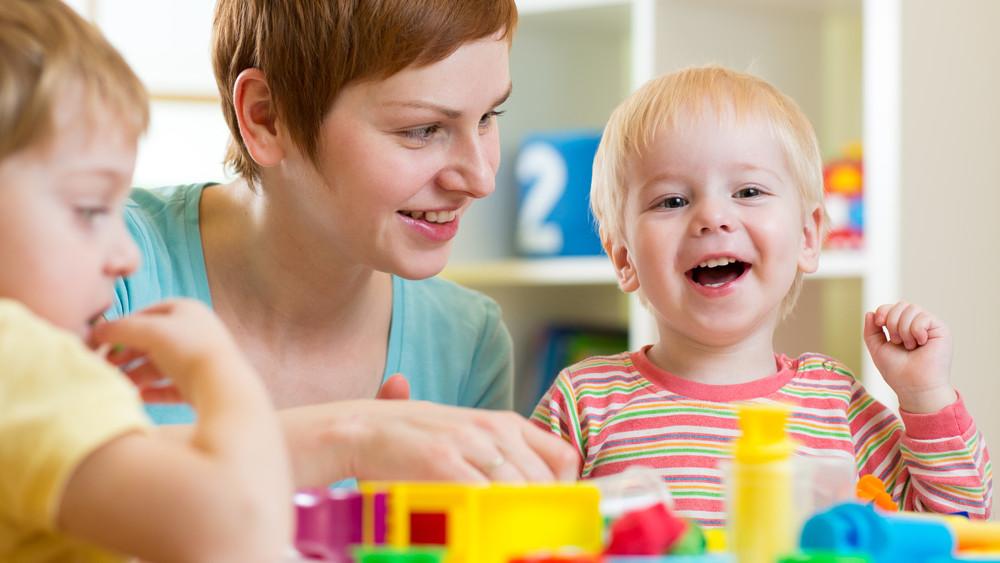 40 ezres támogatás a kisgyermekes szülőknek: mutatjuk, kik vehetik fel