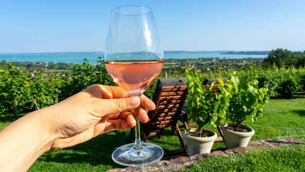 Ez a 39 legjobb borászat és borétterem 2019 nyarán a Balatonnál