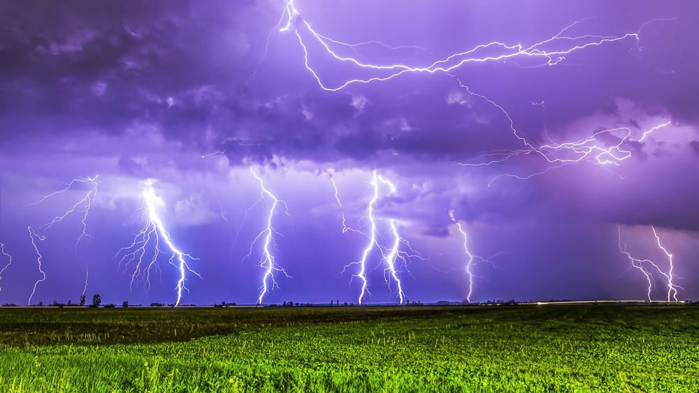 Gigavihar közeleg: brutális szél és felhőszakadás tarolja le az országot