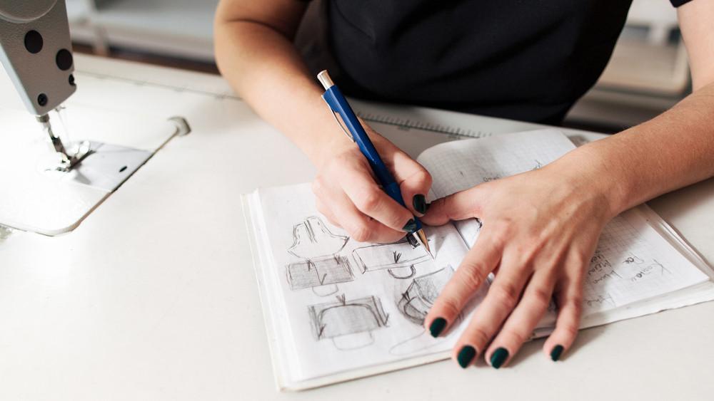 Ez a fiatal magyar lány szó szerint szemétből készít trendi dizájnertáskákat