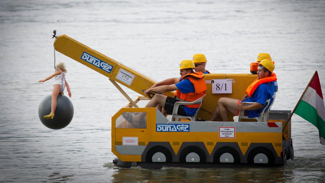 Hétvégén már indul a dunai Forma 1: képeken a legőrültebb hajók!