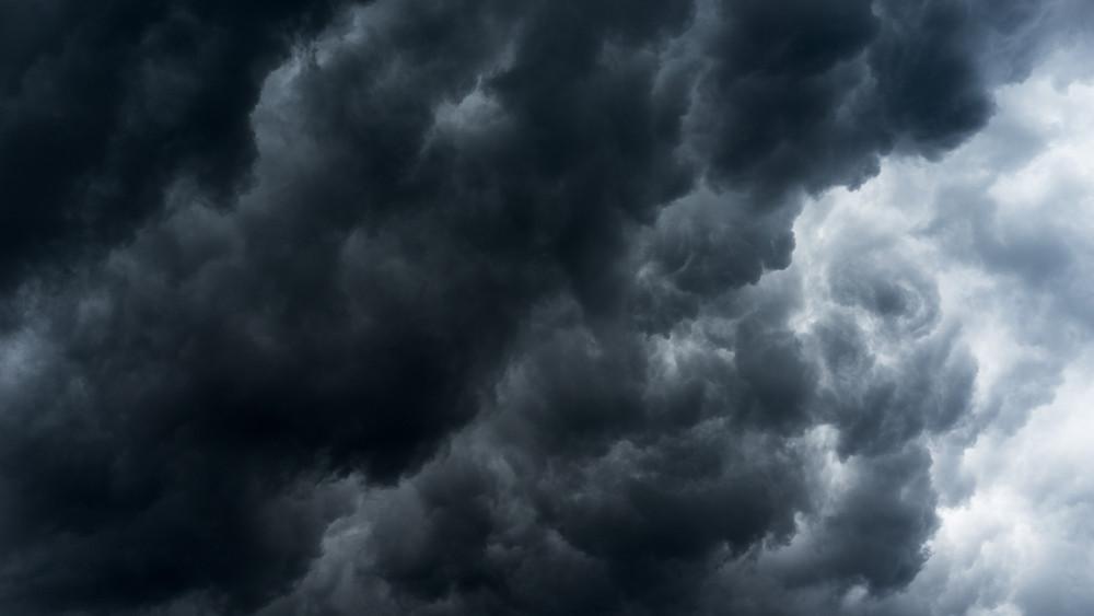Gigavihar söpri el a tikkasztó hőséget: jobb, ha a fürdőruhát esernyőre cseréled!